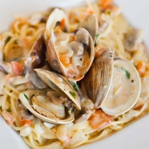 clams in wine sauce with pasta