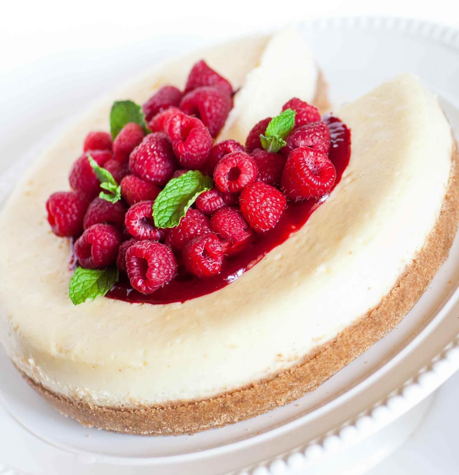 classic cheesecake with raspberries