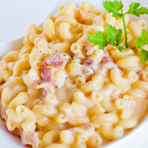 gourmet macaroni and cheese with bacon