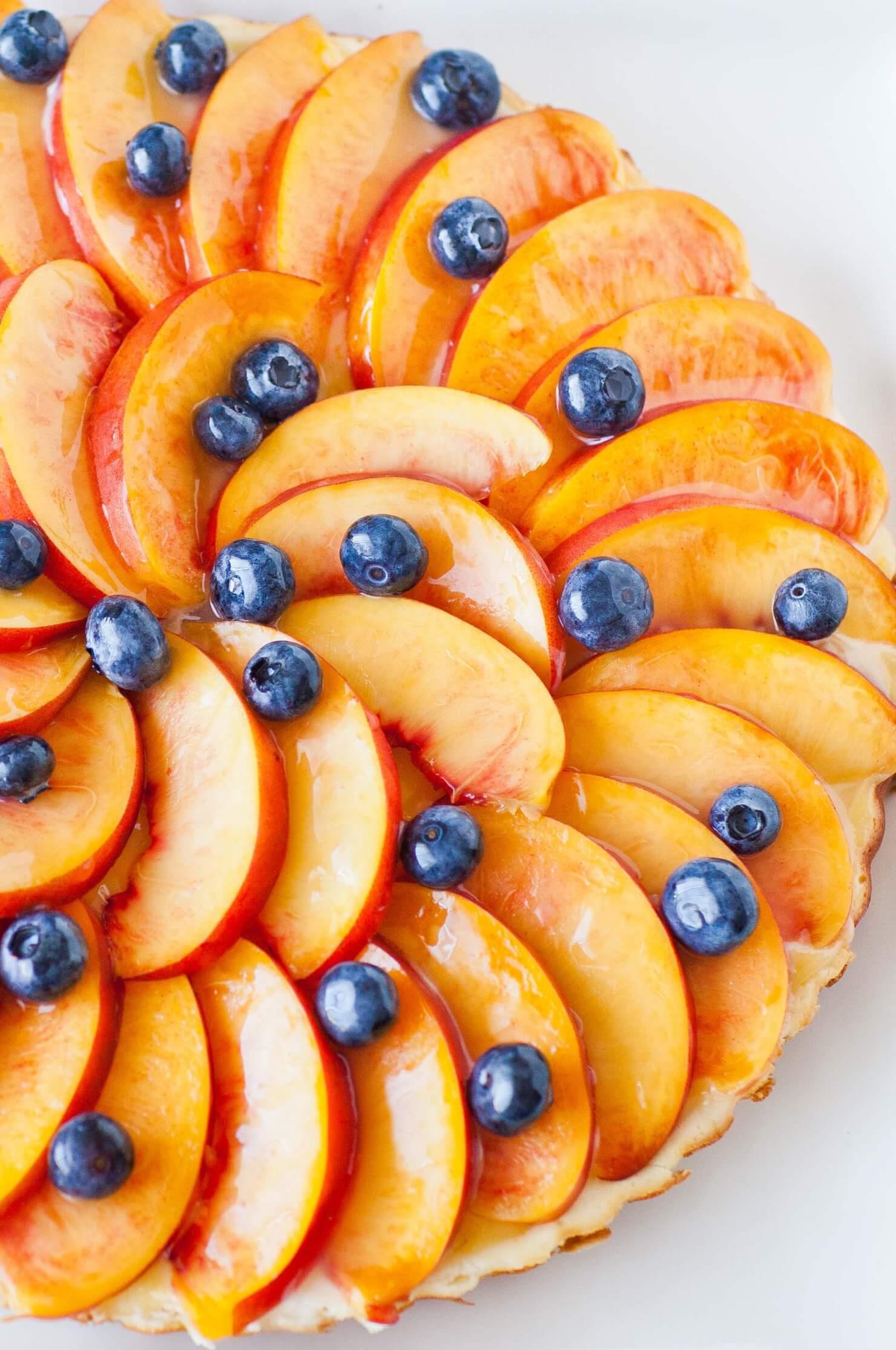 nectrarine fruit tart with blueberries
