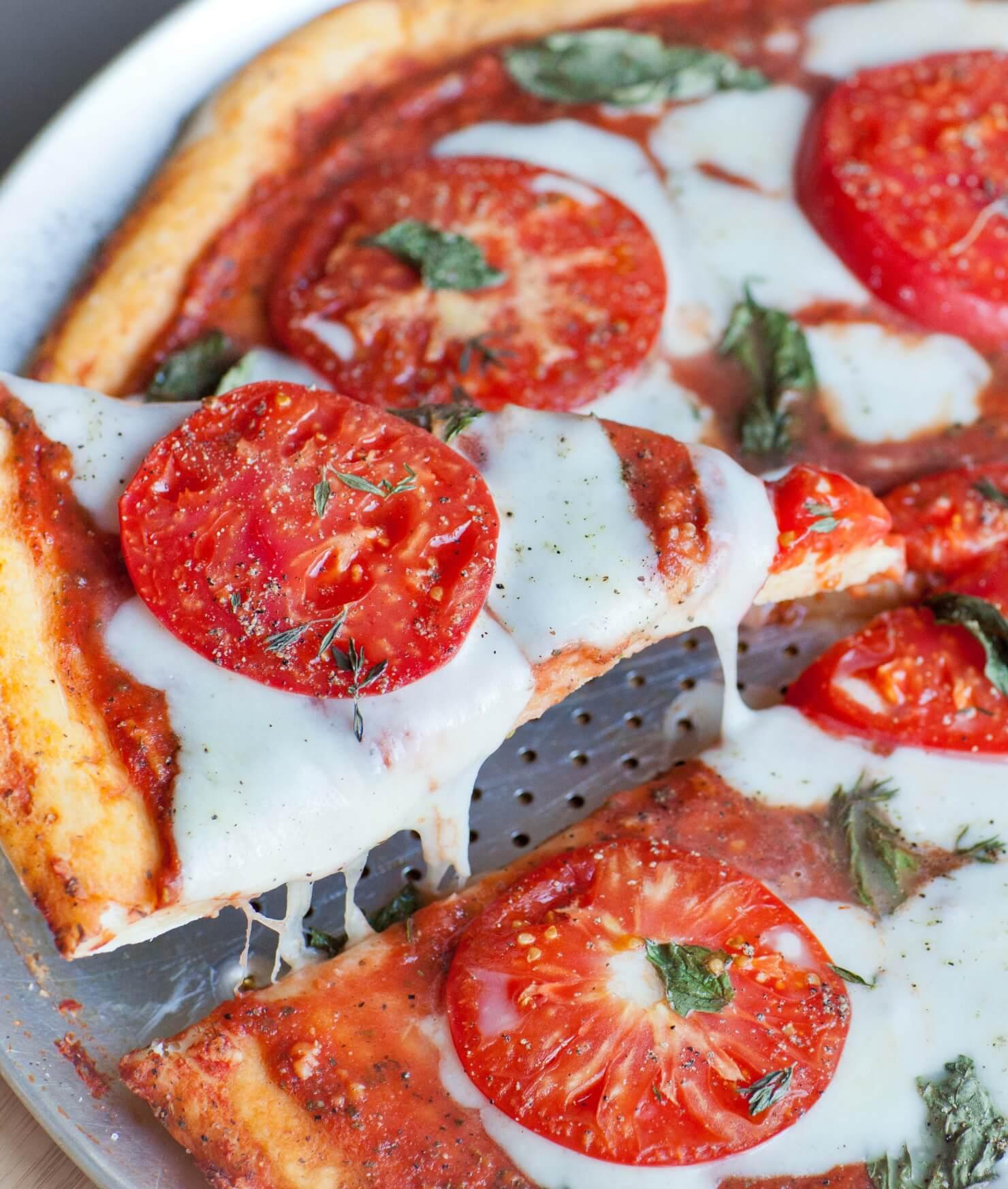 sliced pizza margharita