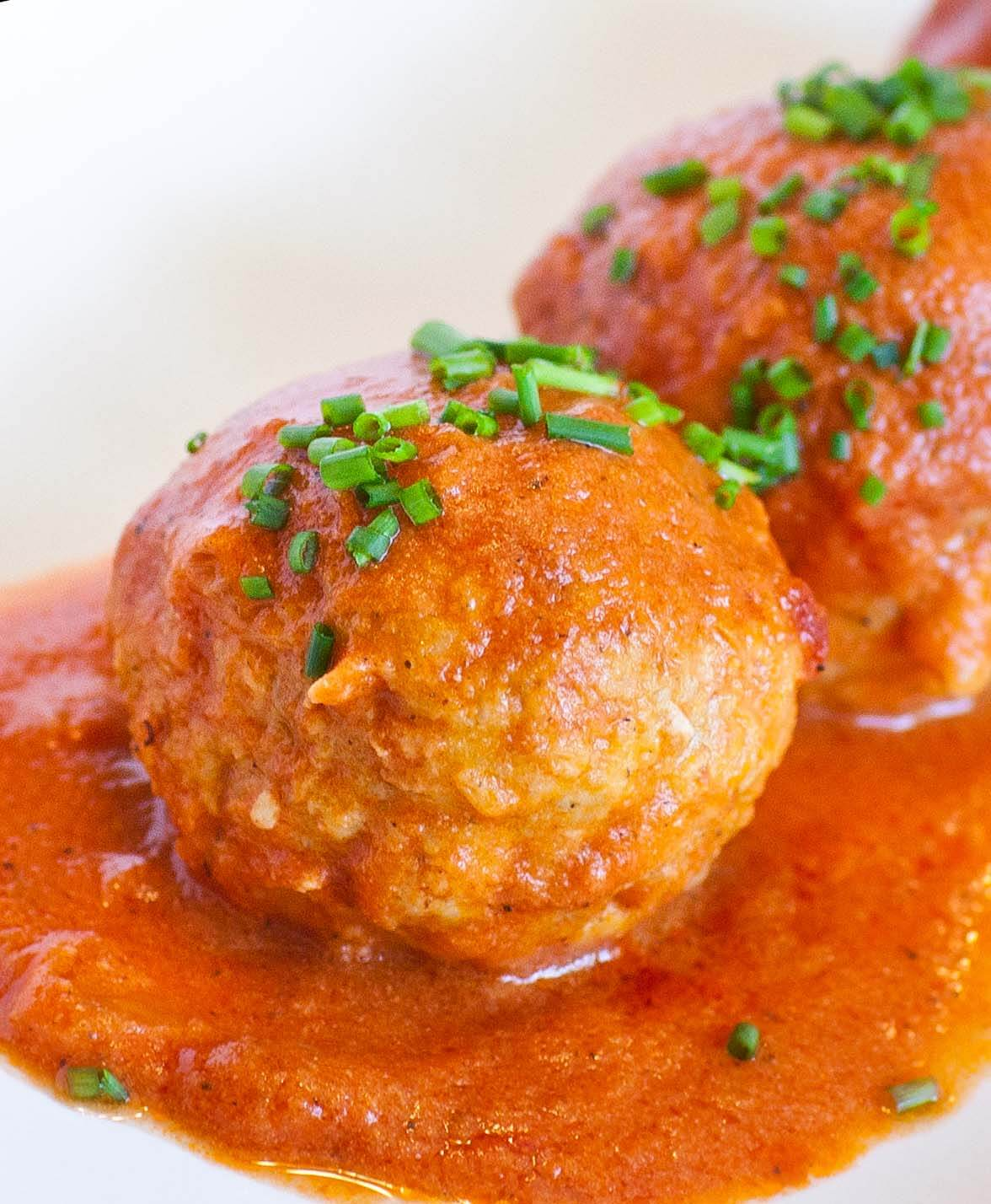 Russian Meatballs in Tomato Sauce
