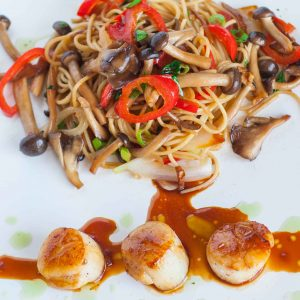 seared scallops with noodles