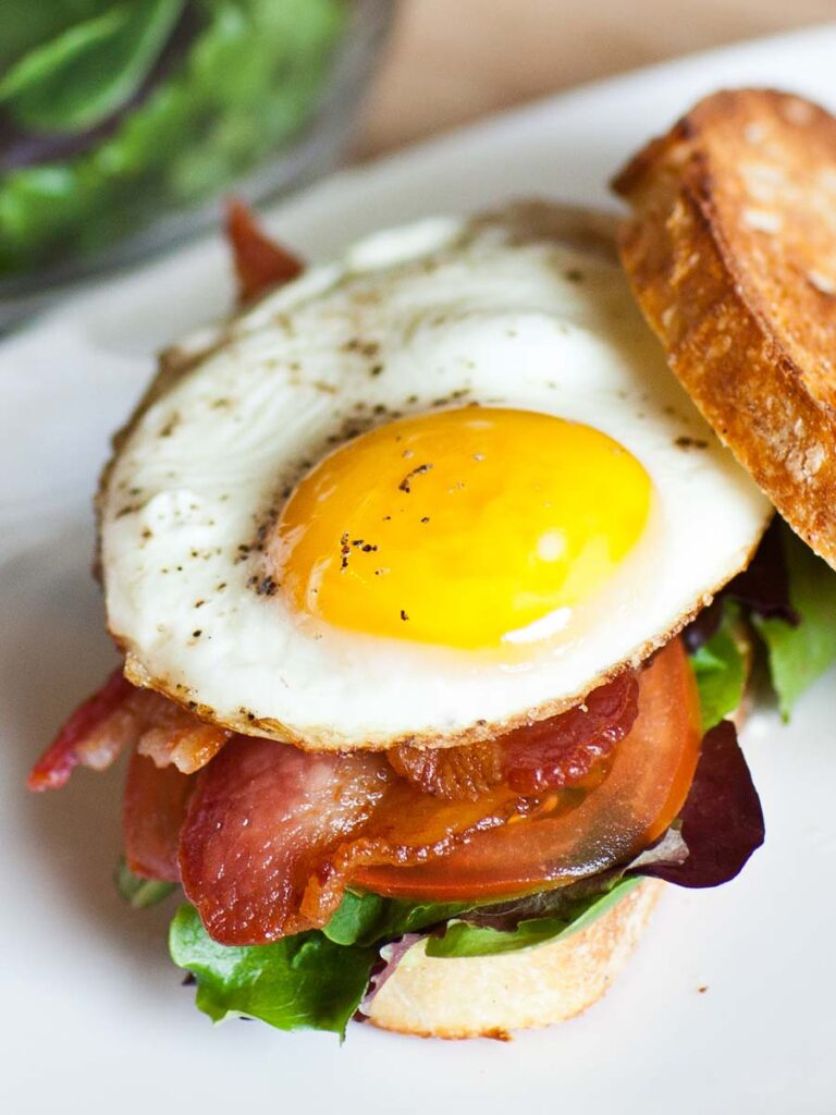 breakfast blt sandwich recipe with sunny side up egg, bacon and lettuce