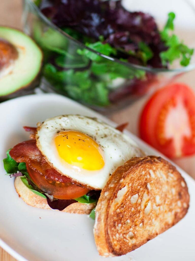 breakfast sandwich with toasted bread, lettuce, tomatoes and bacon