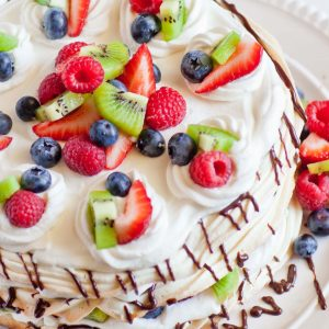 pavlova cake with fruit