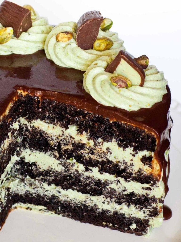 inside of chocolat pistachio cake with pistachio filling