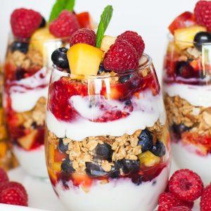 fruit and granola yogurt parfait