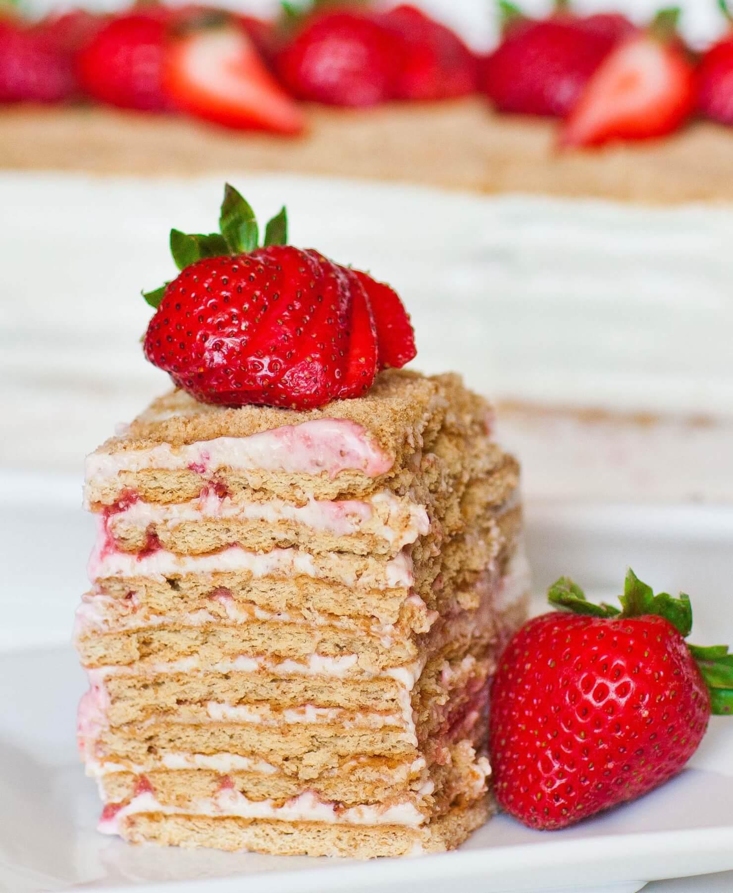 no-bake strawberry cake slice