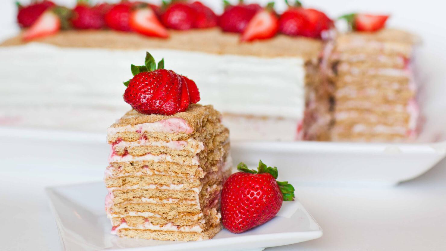 No-Bake Strawberry and Cream Cake
