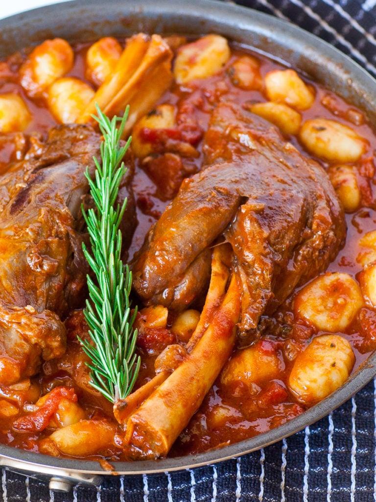 braised lamb recipe with tomato sauce