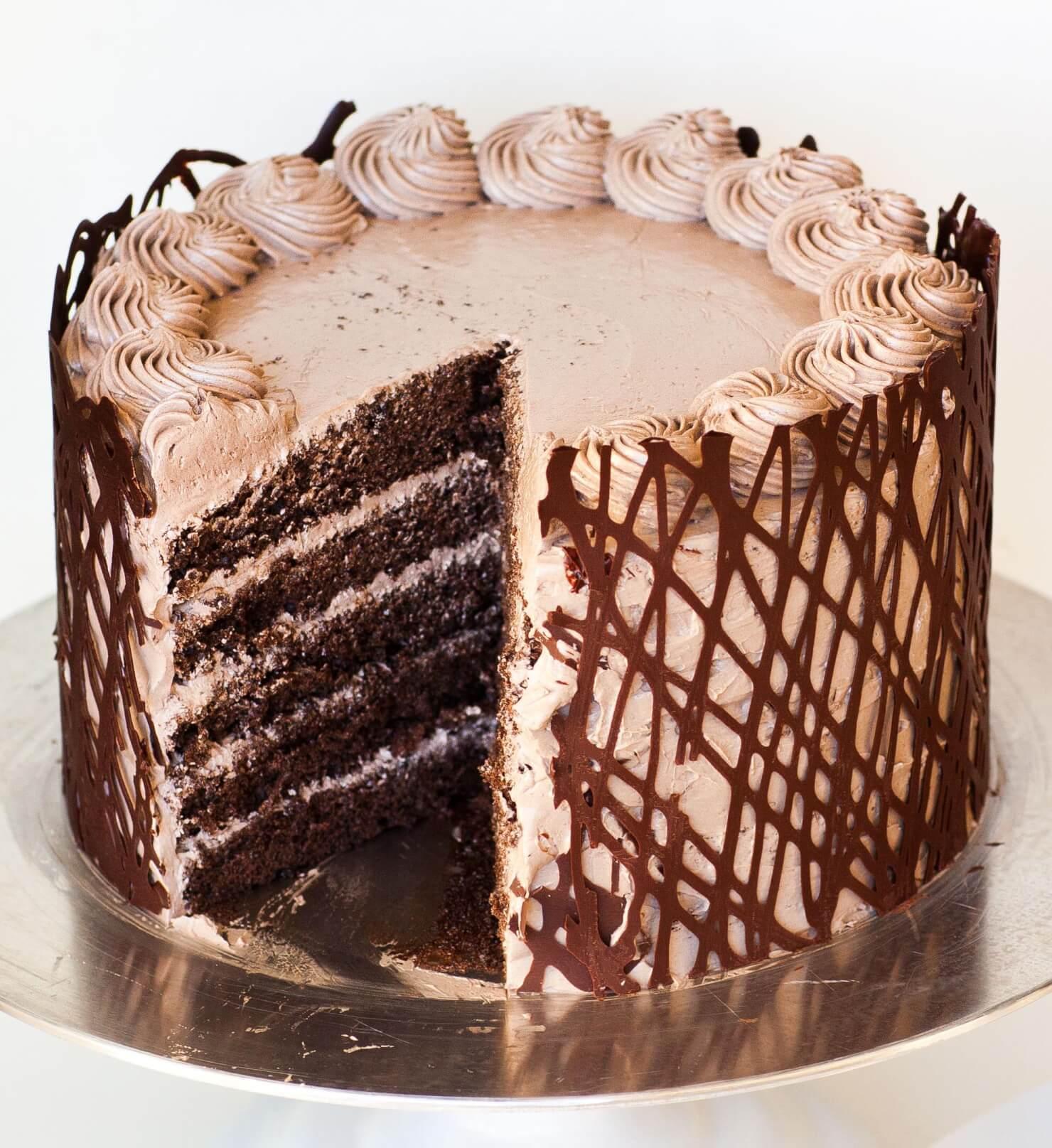 Chocolate Cake Russian Piping