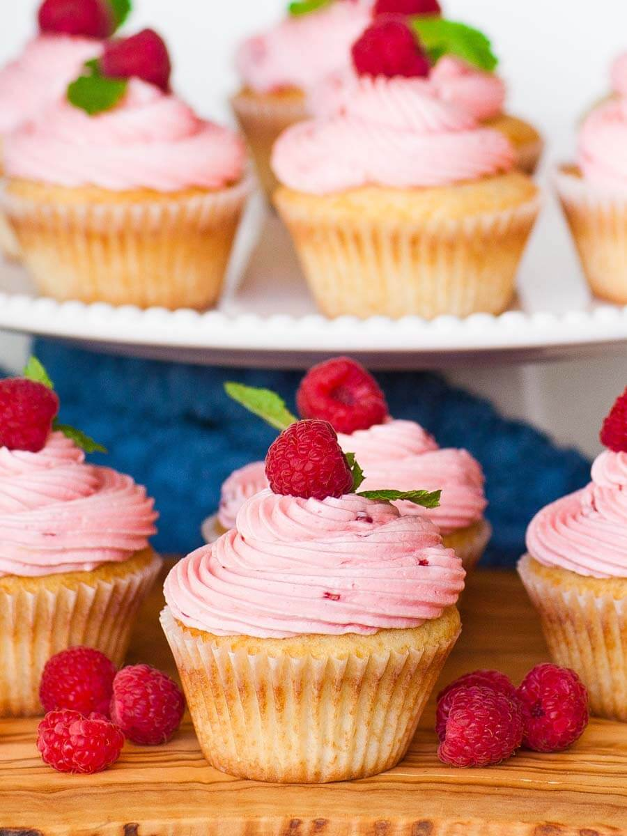 raspberry lemon cupcakes with raspberry buttercream
