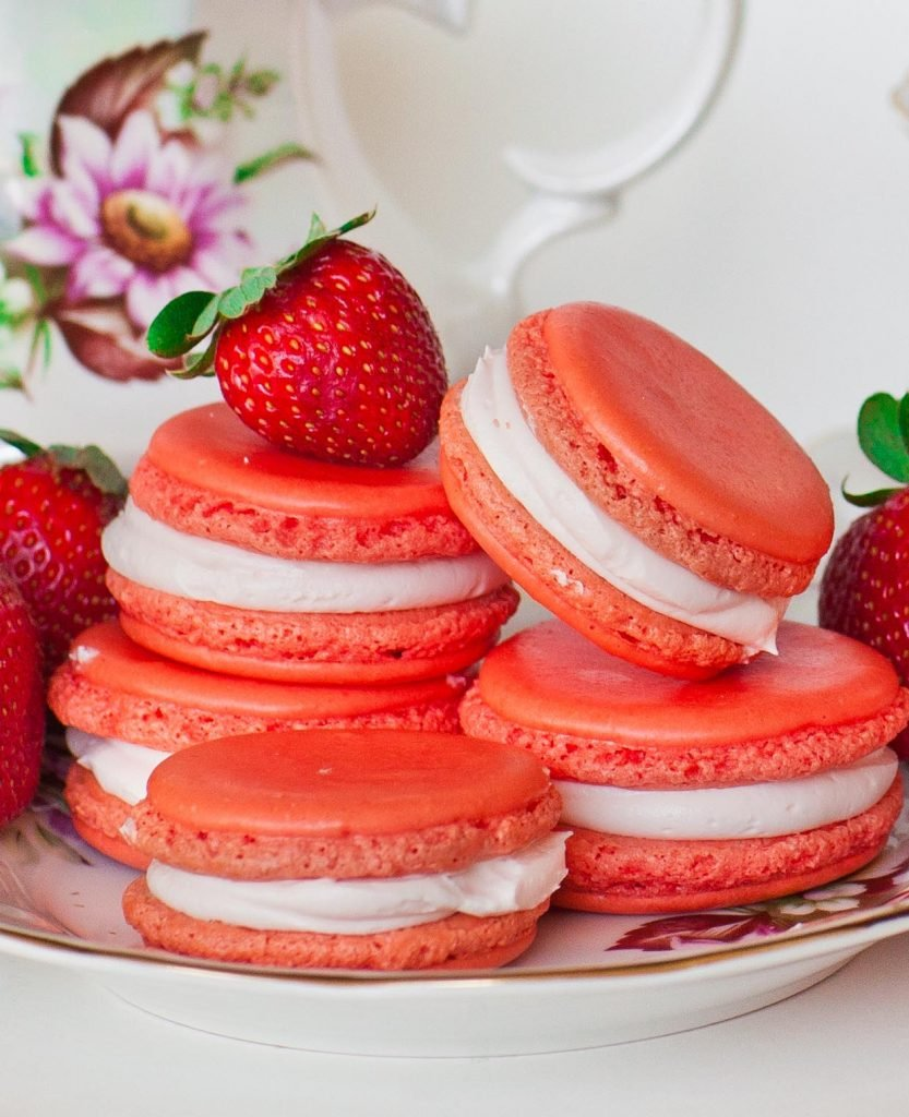 strawberry macarons with fresh strawberries
