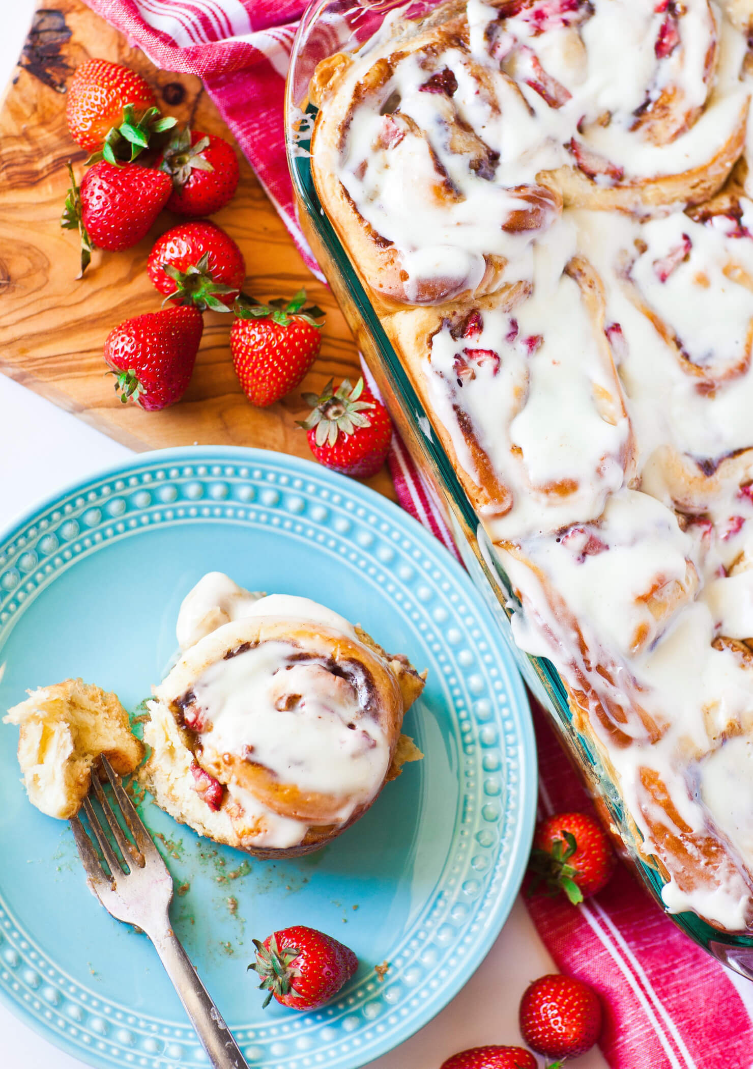 strawberry cinnamon rolls with glaze