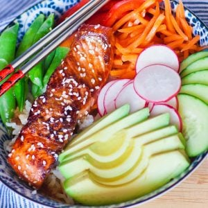 teriyaki salmon bowl with veggies