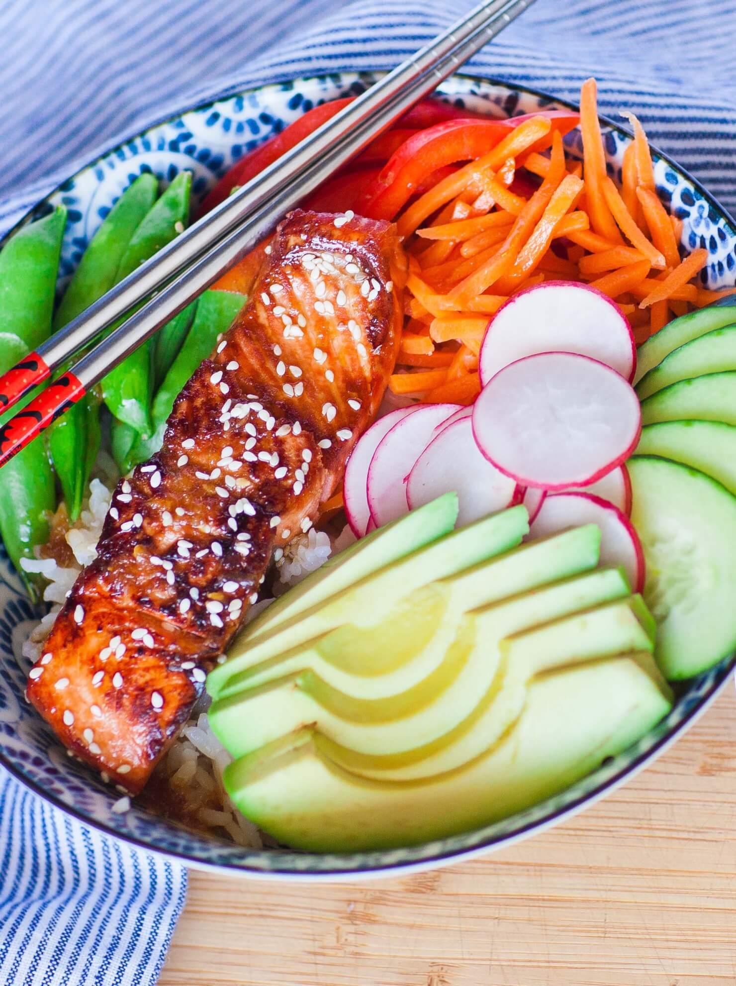 teriyaki salmon bowl with veggies