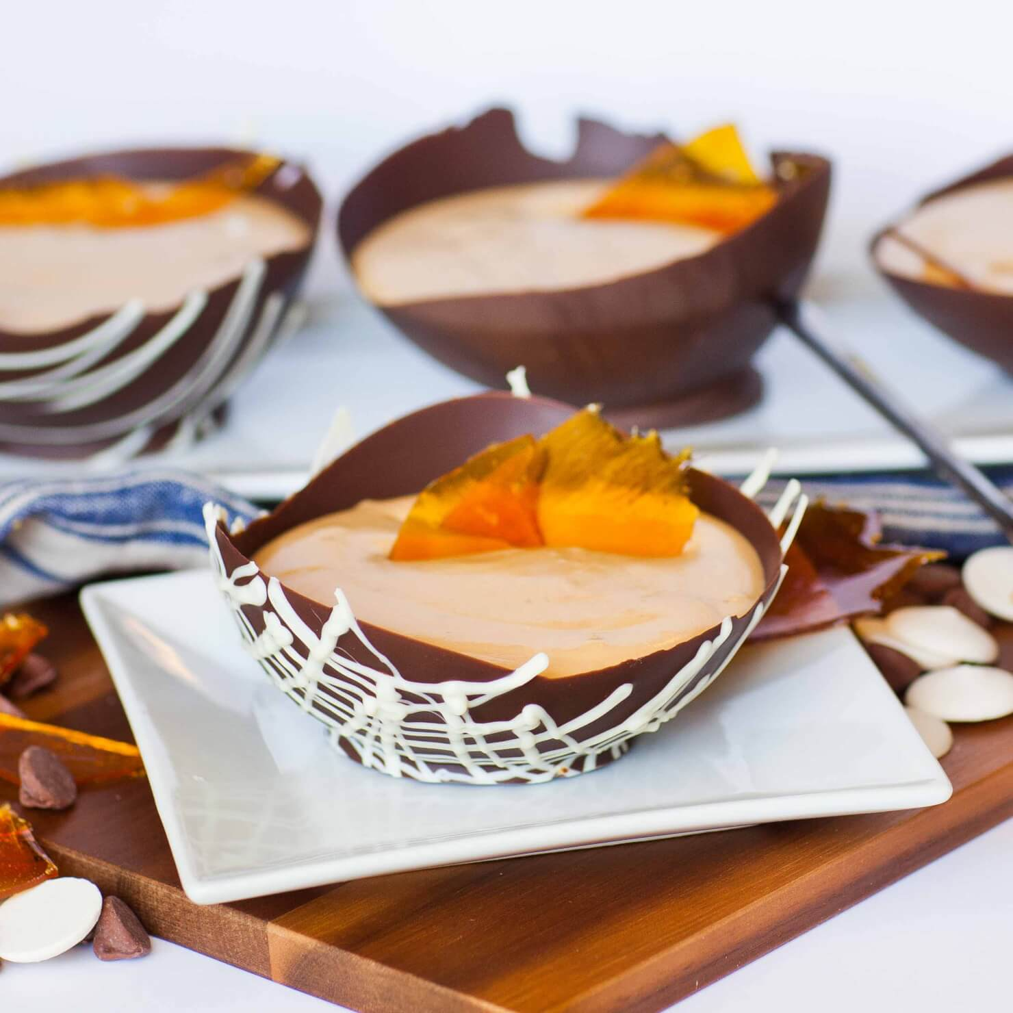 Caramel mousse in chocolate bowls