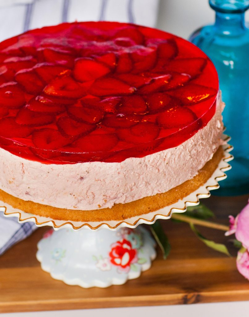 strawberry mousse cake with jello layer