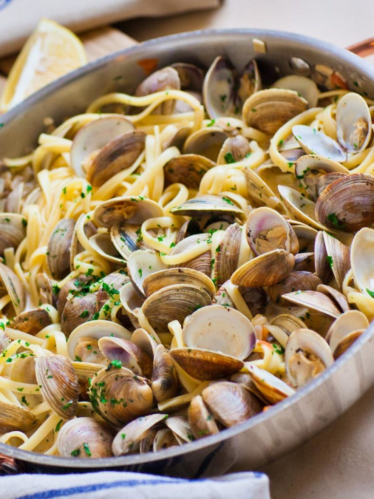 easy clam linguine pasta - seafood pasta recipe