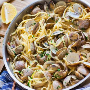 clams in wine sauce with linguine