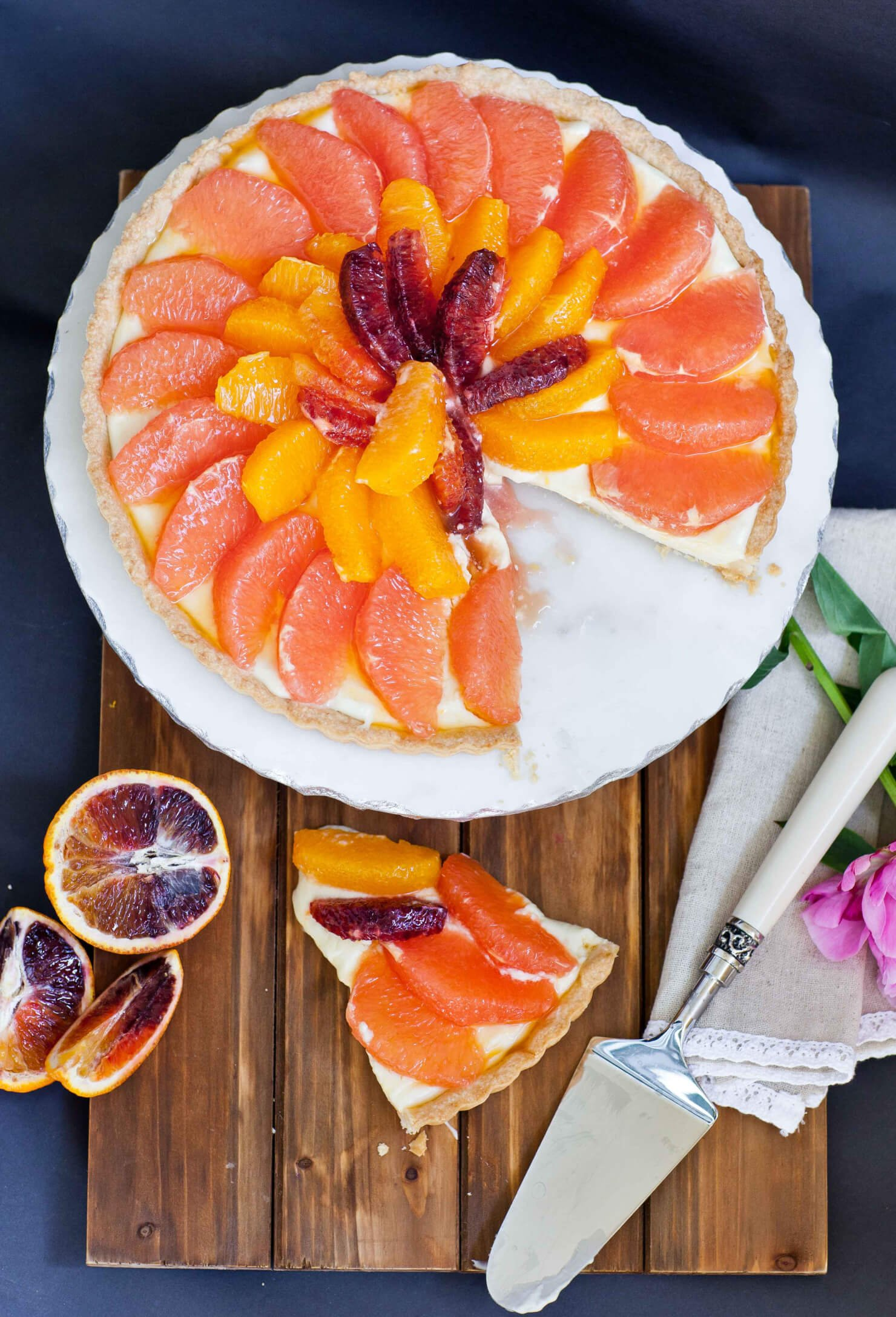 citrus grapefruit tart with vanilla filling
