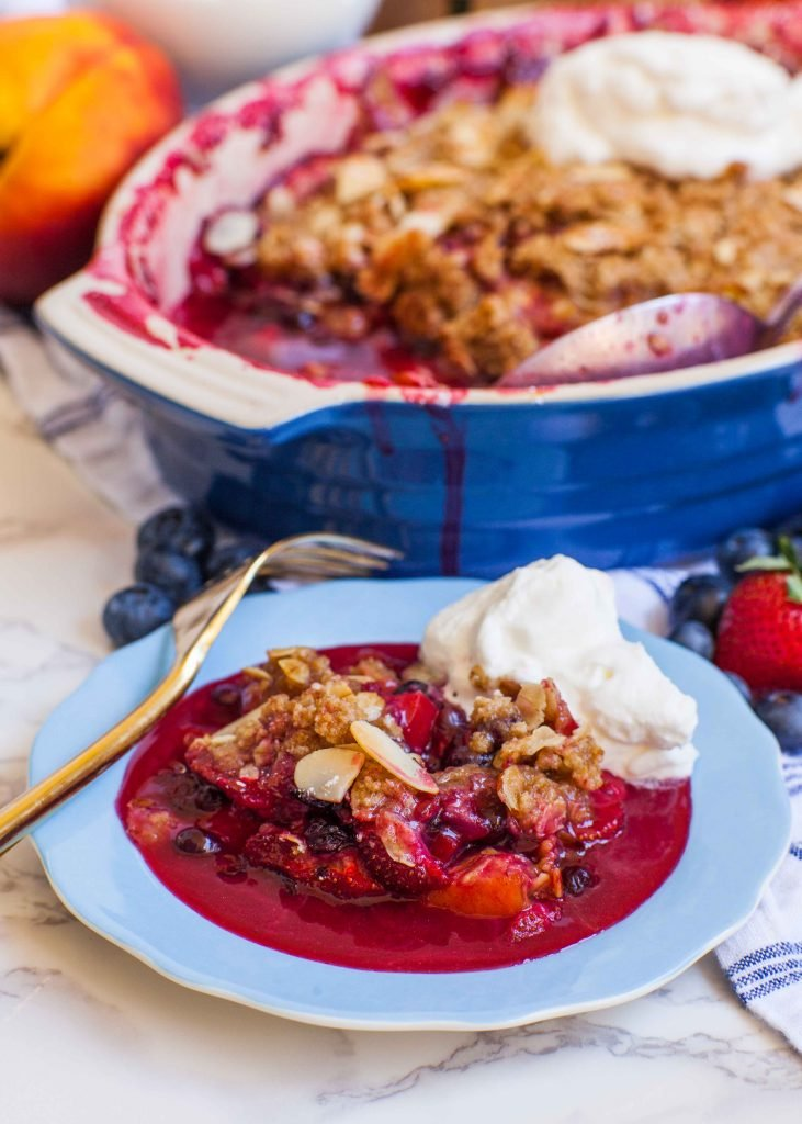 peach crumble with whipped cream