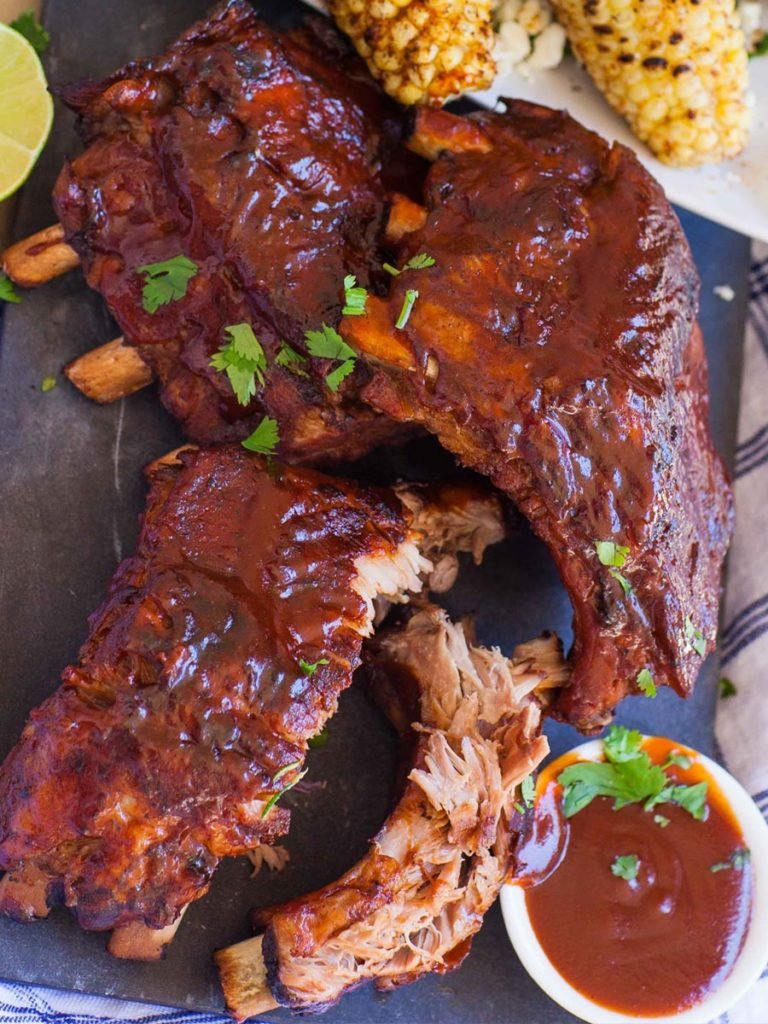 barbecue pork ribs with dry rub and sauce