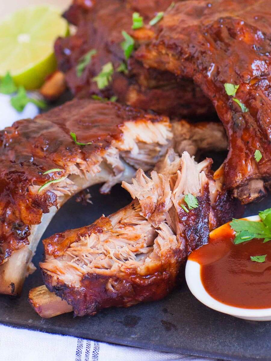 slow cooker barbecue pork ribs with sauce