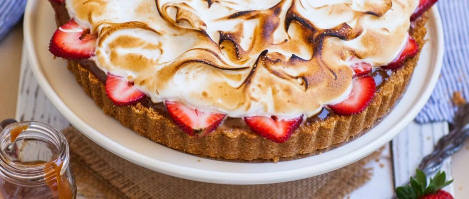 S'mores Tart with Caramel and Strawberry