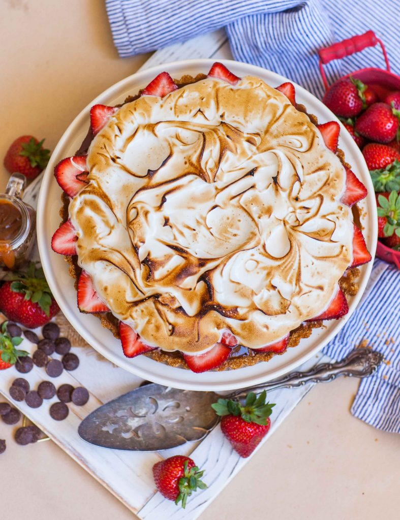 s'mores tart recipe with strawberry and caramel
