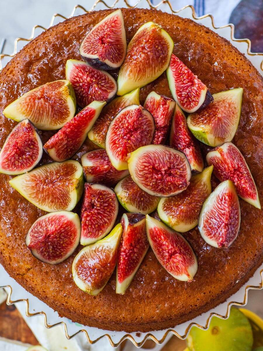 honey fig cake recipe topped with fresh figs and honey