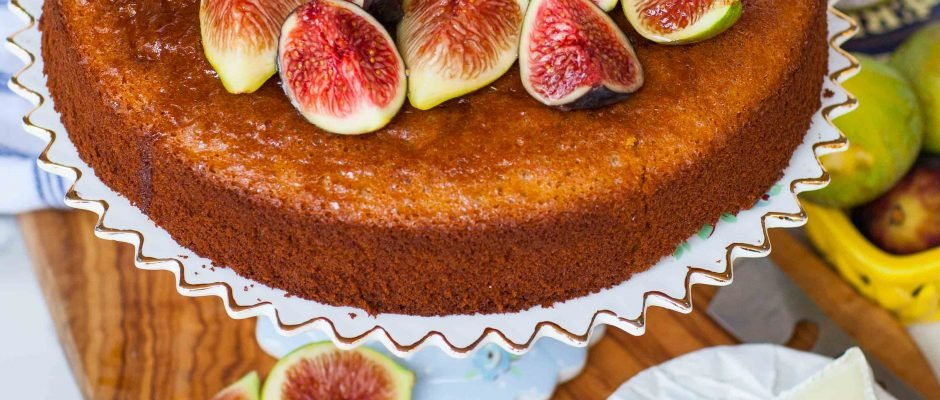Fig and Honey Cake With Brie Cheese