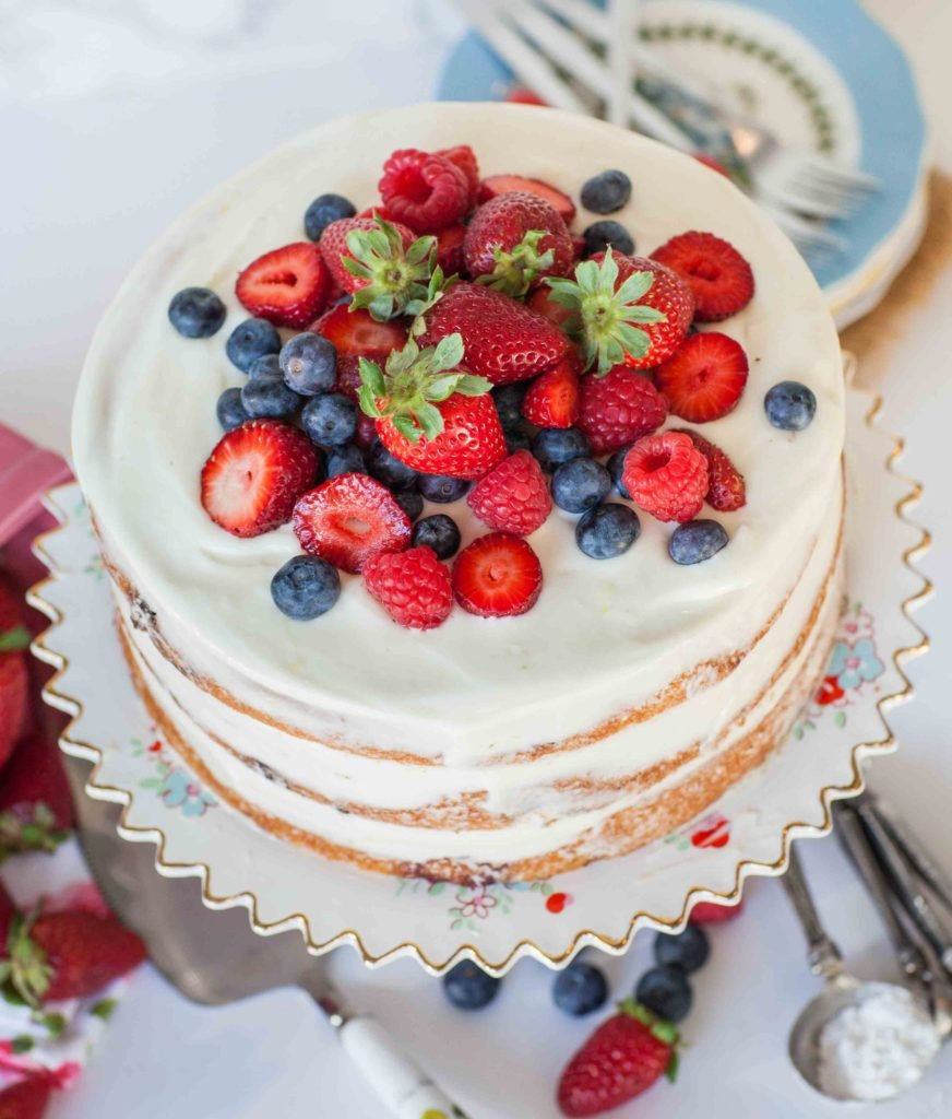lemon berry mascarpone cake topping