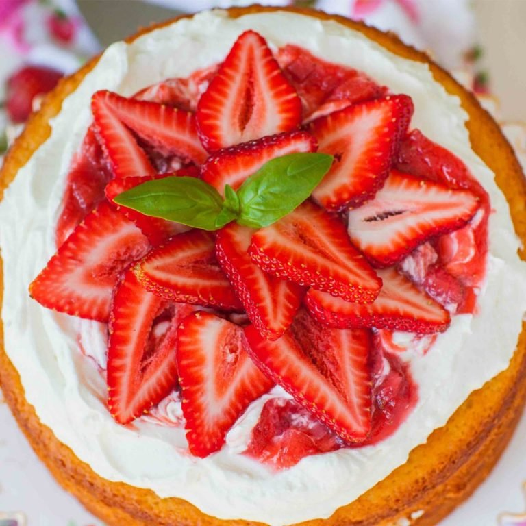 rhubarb cake with strawberry topping