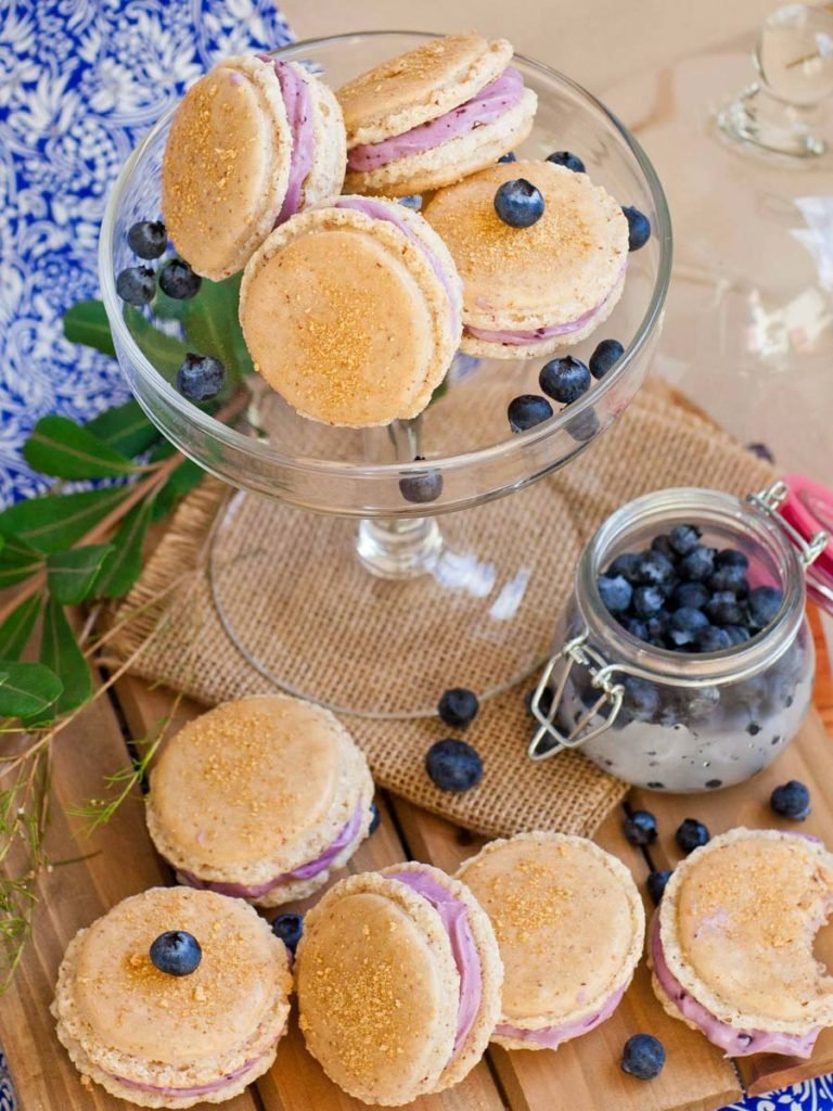 blueberry cheesecake french macarons with graham cracker crumbs
