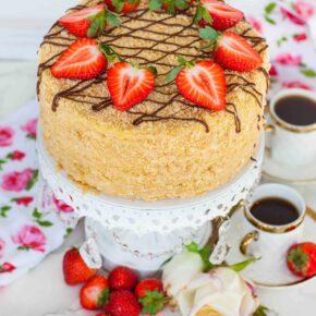 Torte Naoleon with strawberries
