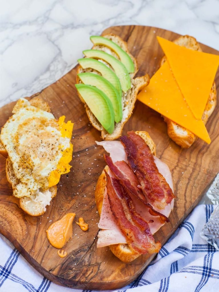 how to make a breakfast sandwich with croissant bread
