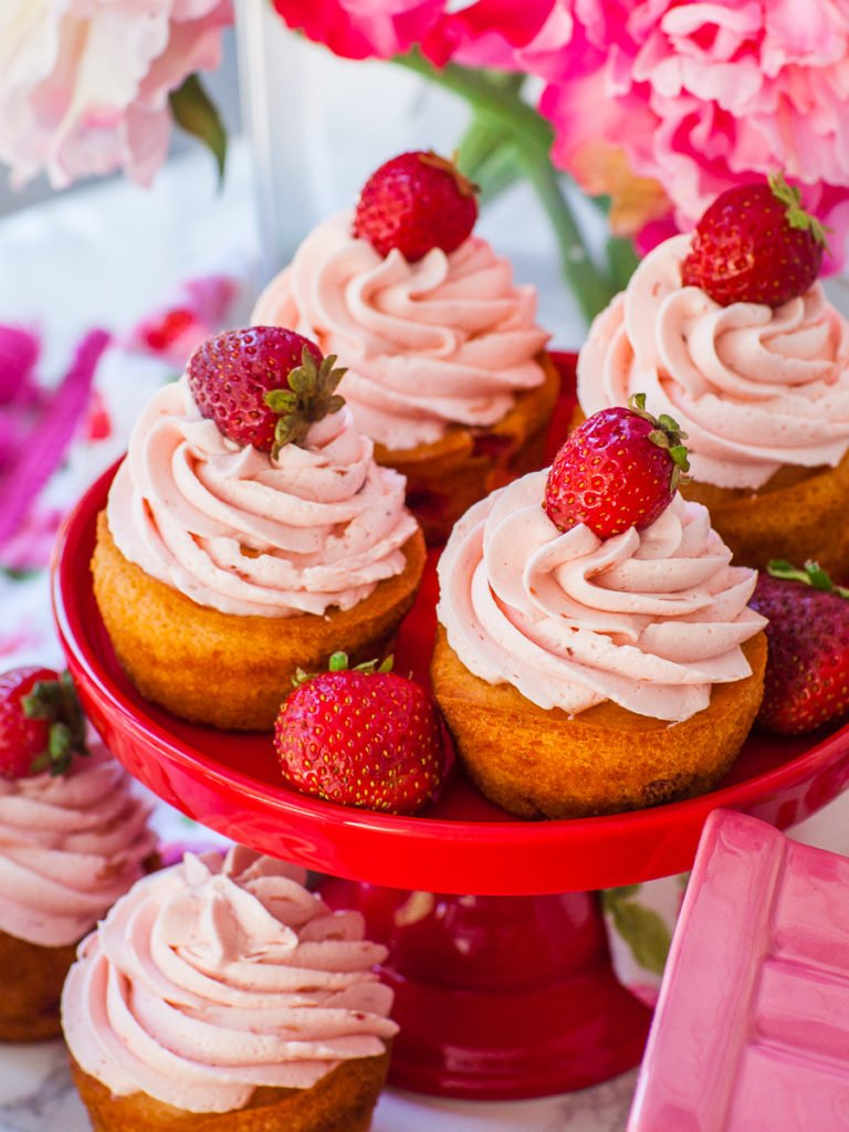 easy strawberry cupcakes with strawberry cupcakes and strawberries
