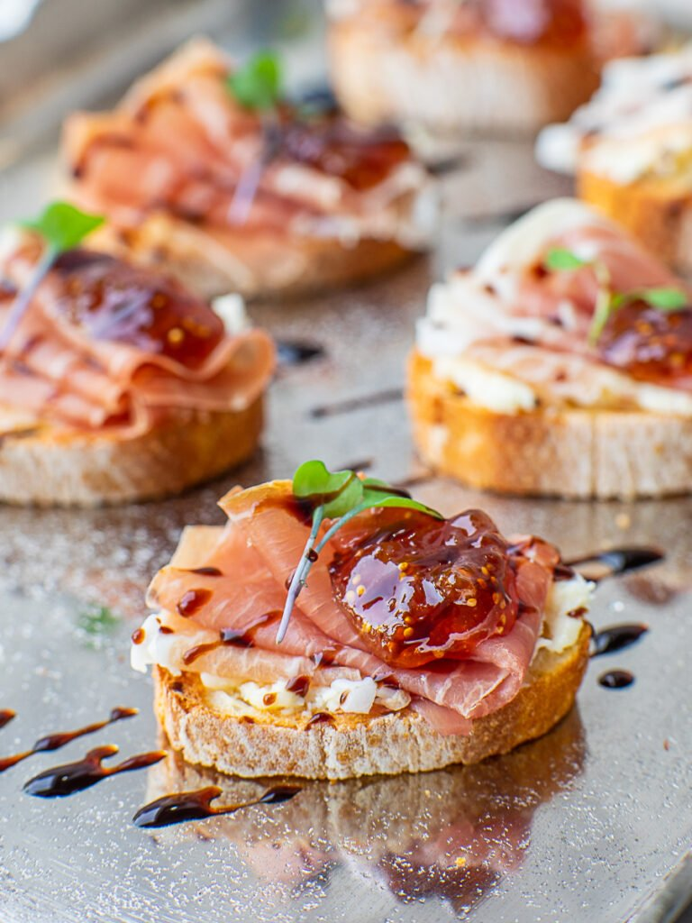 prosciutto crostini with cheese and fig preserves