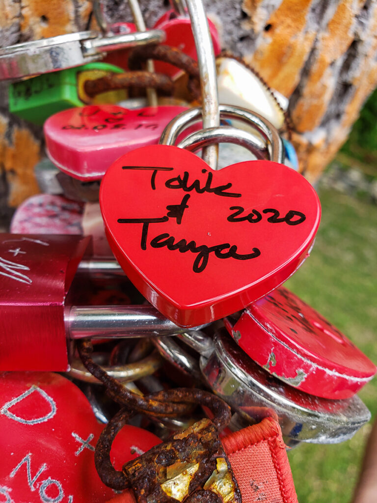 lock of love in bora bora