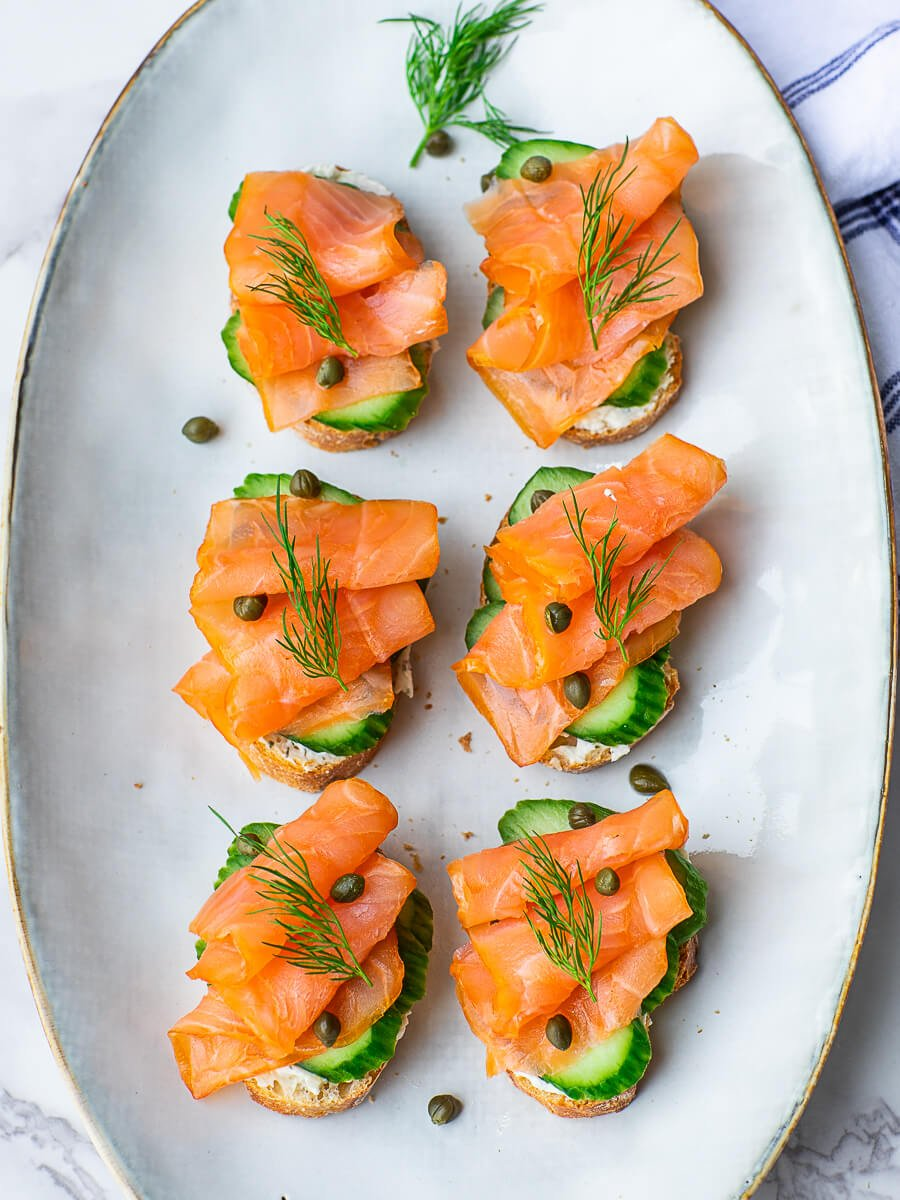 smoked salmon tea sandwiches with dill