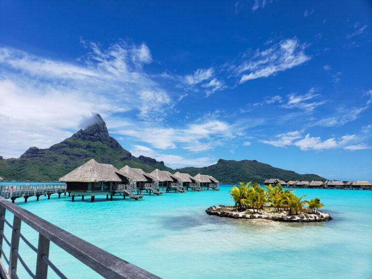 overwater bungalows Intercontinental Bora Bora