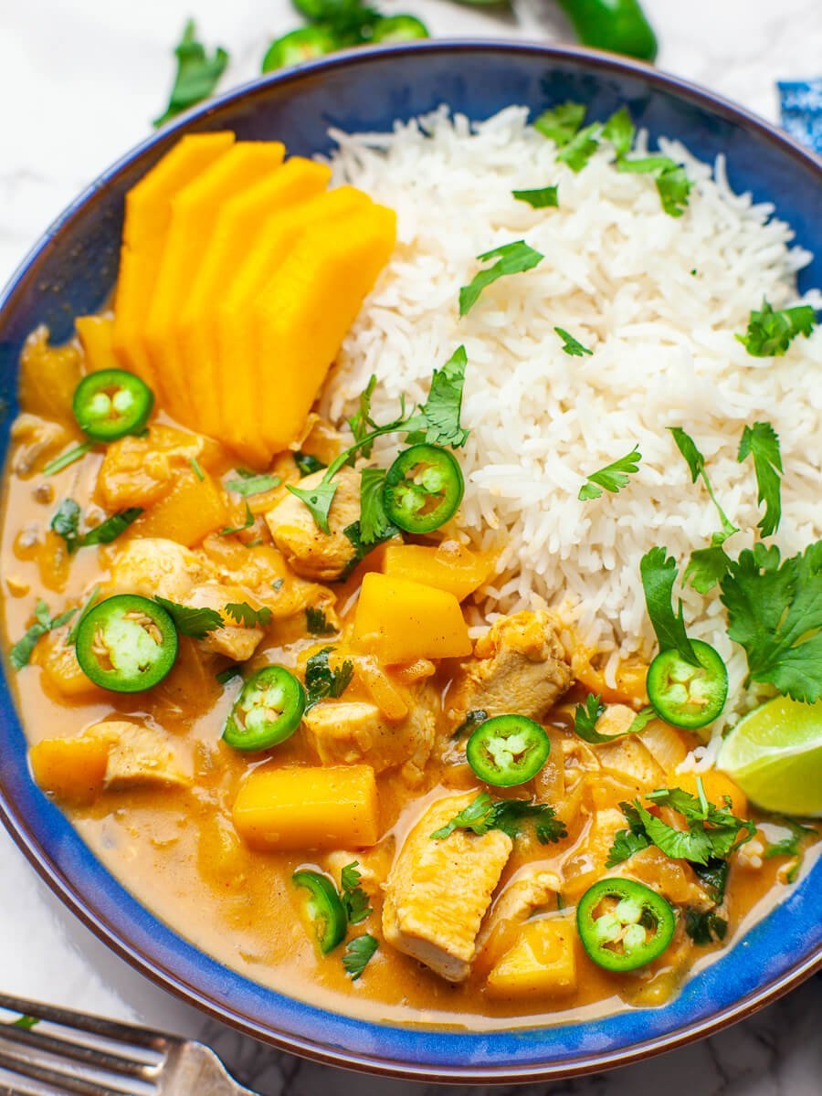 thai chicken dinner recipe with mango, chilis, curry sauce and white rice