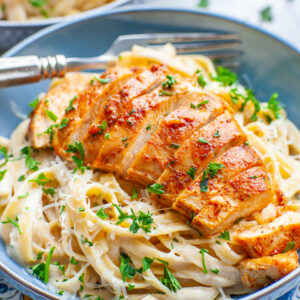 skinny chicken fettuccine alfredo with garlic paprika chicken breast